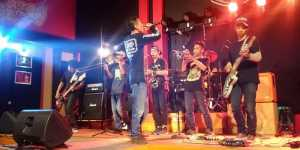 Konser Local Heores