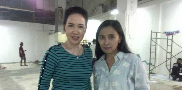 Fifi Trisjantie (kiri), bersama marketing communication manager, Sasmita Rahayu.