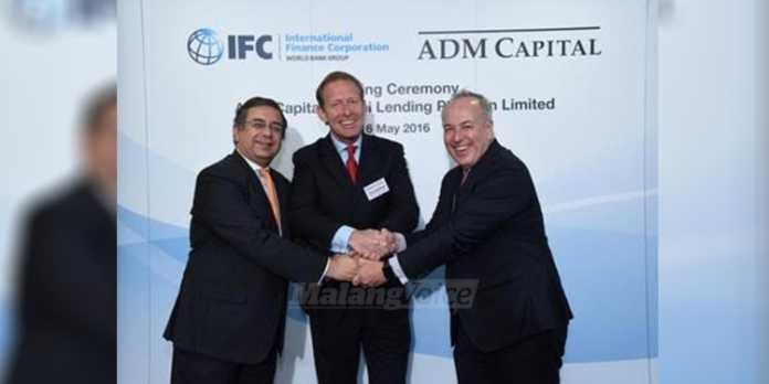 Dari kiri ke kanan: Vivek Pathak, Direktur IFC untuk Asia Timur & Pasifik, Christopher Botsford, Joint Chief Investment Officer untuk ADM Capital dan Marcos Brujis, Direktur IFC untuk Financial Institutions Group.