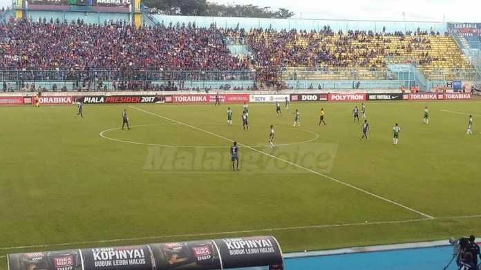 Arema FC vs PS TNI. (deny)