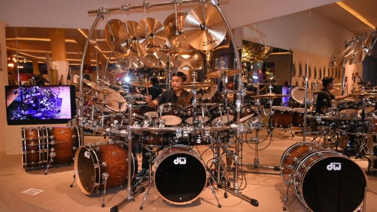 Drum set milik Terry Bozzio musisi asal Amerika di Galeri Musik Dunia JTP 3 Kota Batu. (Aziz / MVoice)